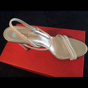 Donald pliner size 9 heels. never used